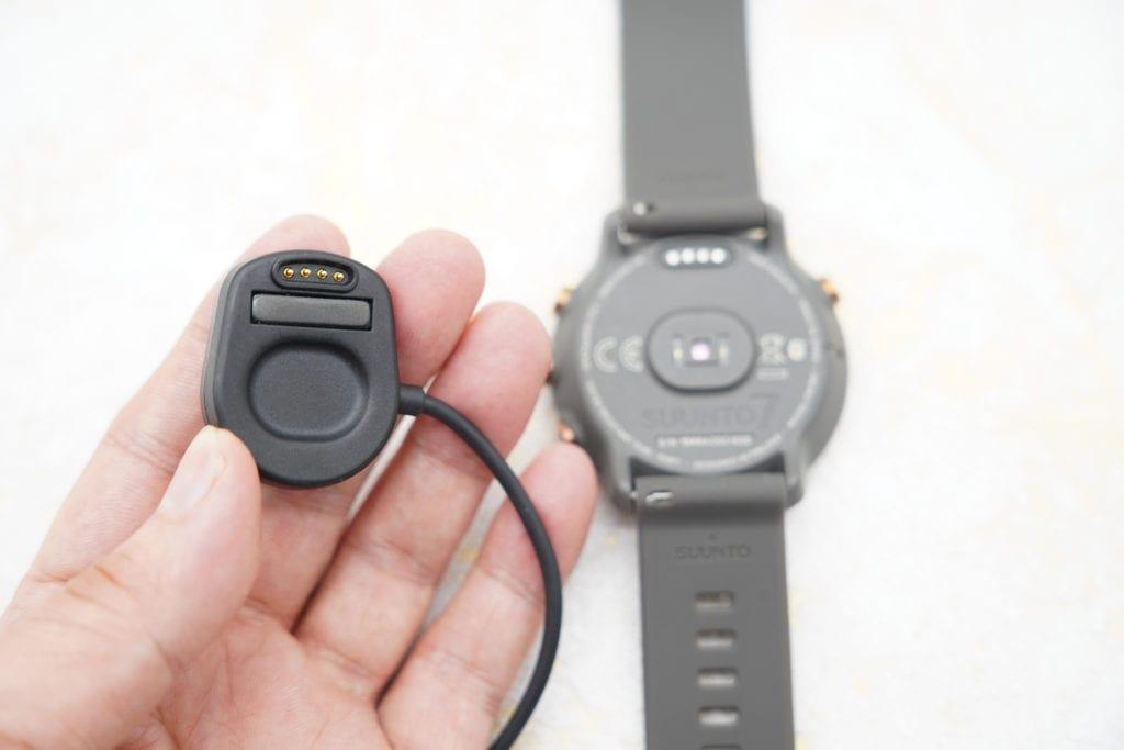 Sunnto 7 充電方法