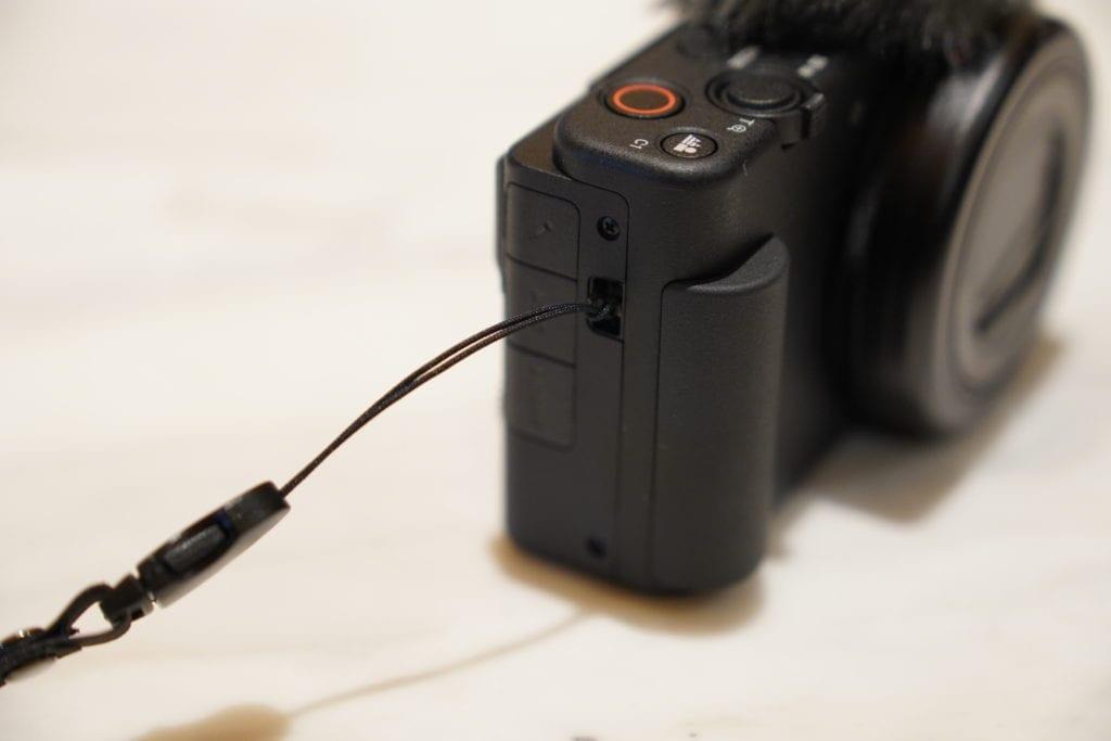 Sony ZV-1 ストラップ取り付け