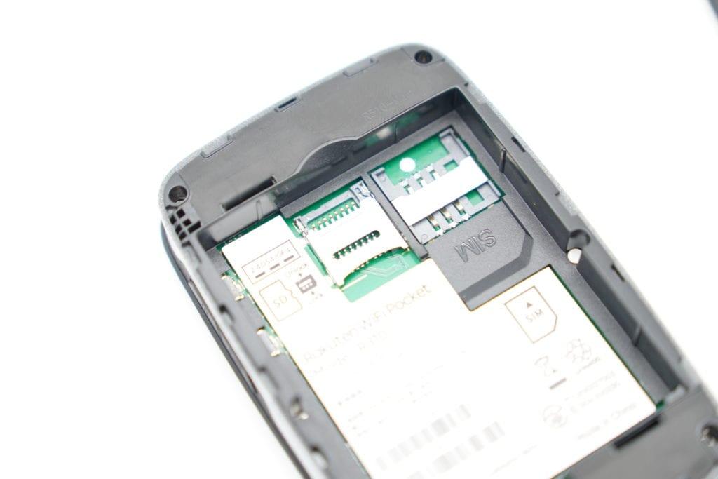 Rakuten WiFi Pocket レビュー 評価 SIMカード取付