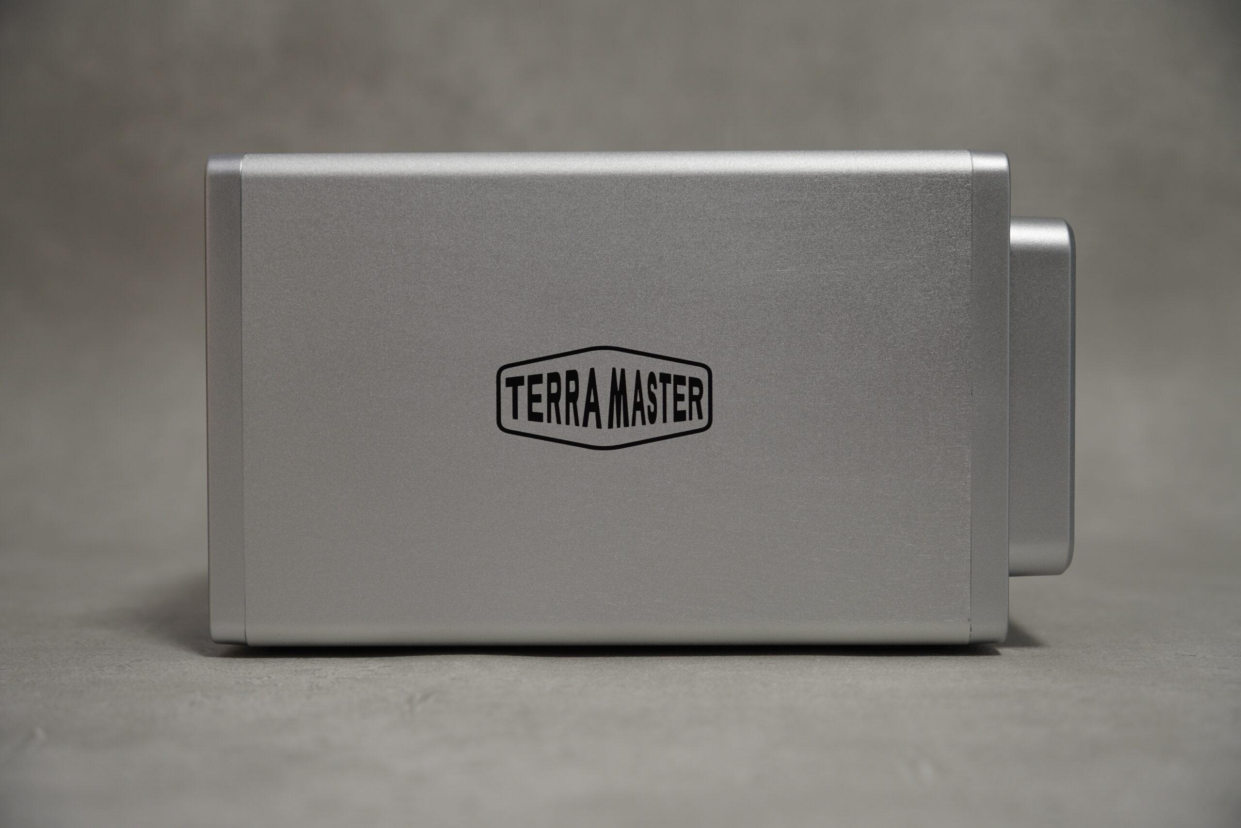 Terramaster F2-422 NAS 本体