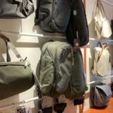 銀座に出来たばかりのPeak Design 直営店へ Tokyo限定モデルのオールブラック商品も登場!